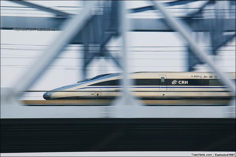 2016年1月10日。济南。CRH380A行驶在京沪高铁黄河大桥上。(图/Eastwind1997)