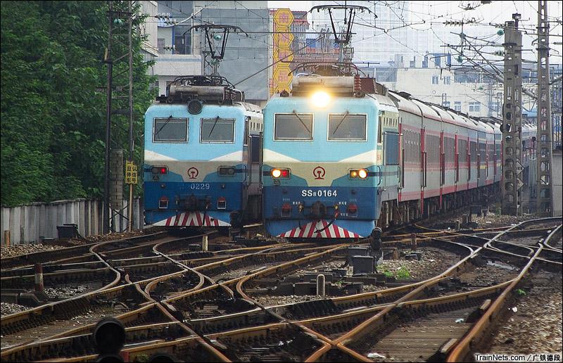 2015年8月20日。K337次,岳阳-长沙驶入长沙站北咽喉。(图/广铁德段)