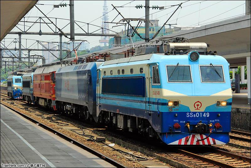 2013年8月9日。广州火车站,4机重联等待入库。(图/广铁广段T16)
