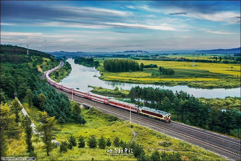 2012年8月17日。滨绥线。2728次通过拉古-海林区间。(图/邰行健)