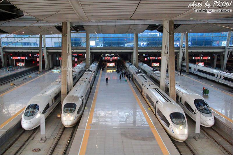 2016年2月25日。北京南站待发的高速列车。(图/武嘉旭)