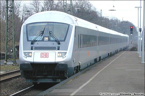 2002年3月。大都会特快列车通过迪尔门站。(图/Spoorjan)