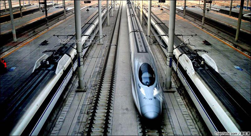 2016年1月28日。京广高铁。G87次通过石家庄站。(图/郭钦渭)