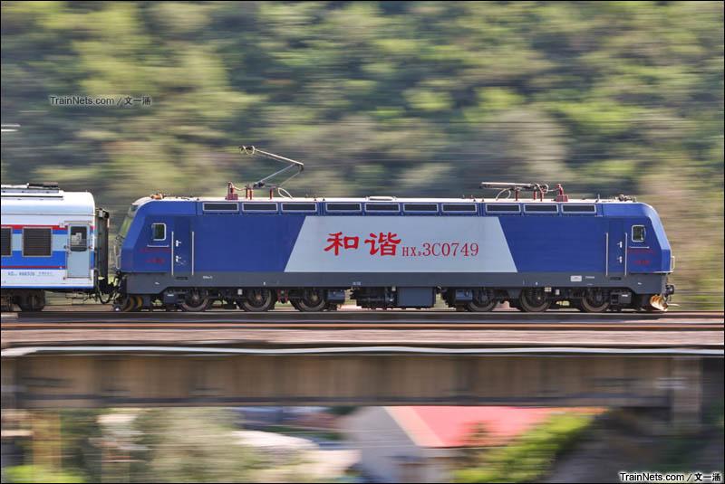 2015年8月11日。下午三四点的丰沙线总是最美妙的。HXD3C牵引Y517驶过丰沙线跨永定河一号桥,7200kW的功率显得毫不费力。(图/文一涵)