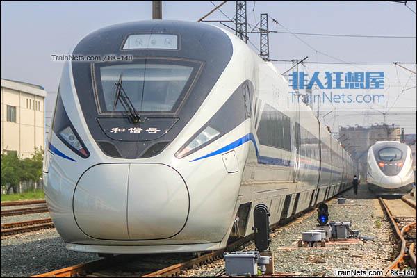 2015年8月。北京环形铁道。新一代CRH1E ZEFIRO型动车组。(图/8K-140)