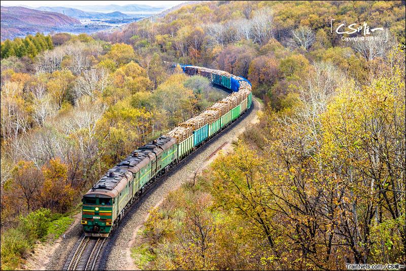 2014年10月。黑龙江省绥芬河市。绥芬河与格罗迭科沃的边境铁路,由俄罗斯开往中国的俄铁货运列车。(图/CS唯一)