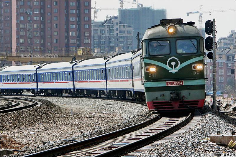 2016年2月27日。宁芜线。芜湖。西瓜牵引K4362次前往淮南方向。(图/香港总督)