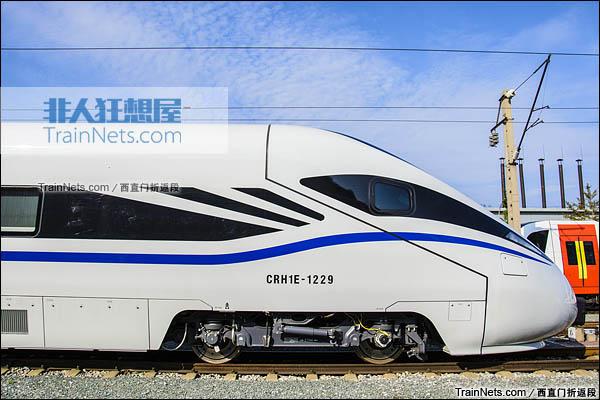 2015年8月。北京环形铁道。新一代CRH1E ZEFIRO型动车组。(图/西直门折返段)