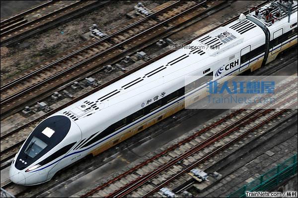 2016年1月。深圳北站。开始载客运行的新一代CRH1E ZEFIRO型卧铺动车组。头车车顶。(图/杨利)