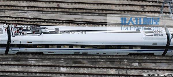 2016年1月。深圳北站。开始载客运行的新一代CRH1E ZEFIRO型卧铺动车组。车顶。(图/杨利)