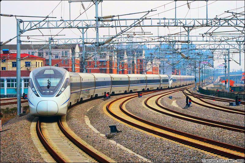 2016年3月12日。宁安高铁,CRH380D担当的G7087次(上海-安庆)驶出芜湖站。(图/CRH1-380D)