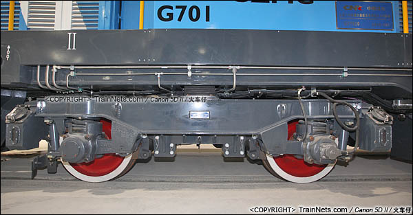 2016年3月28日。深圳地铁七号线,深云车辆段。GCY520型内燃机车。机车转向架。(图/IMG-9242-160328/火车仔)
