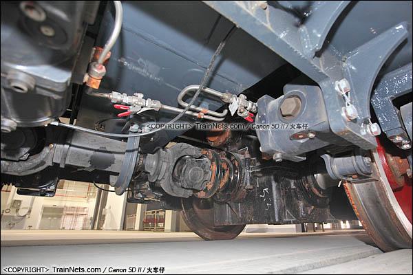 2016年3月28日。深圳地铁七号线,深云车辆段。GCY520型内燃机车。机车传动轴。(图/IMG-9271-160328/火车仔)