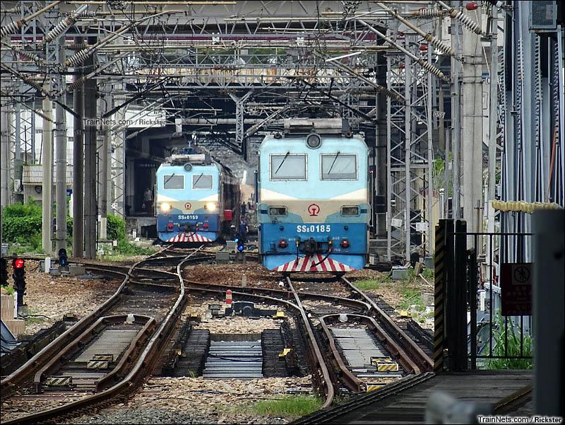 2014年6月。香港。从港铁罗湖站远眺深圳站机车作业。(图/Rickster)