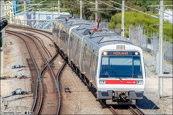 2016年3月。珀斯轨道交通A系电力动车组。(图/戴文炜)