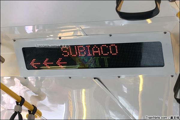 2016年3月。珀斯轨道交通A系电力动车组。车内信息屏。(图/戴文炜)