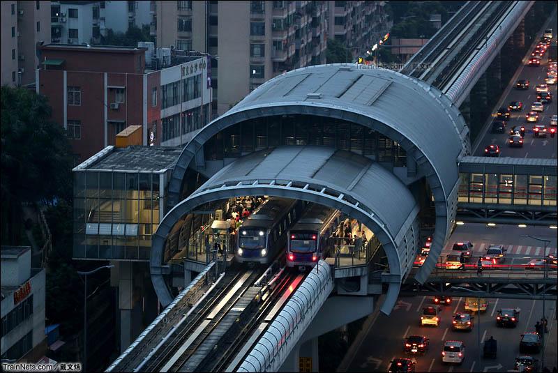 2015年12月29日。傍晚的广州地铁六号线横沙站。(图/戴文炜)