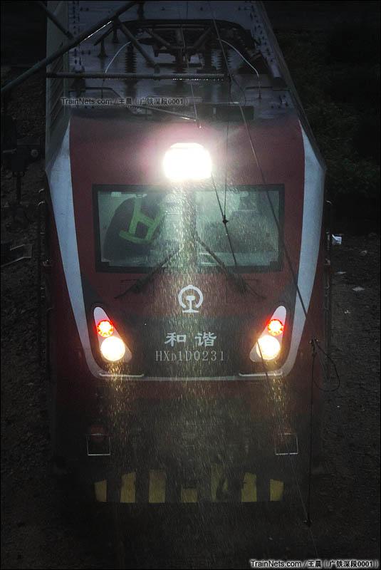 2015年12月20日。广深线笋岗站。HXD1D-0231牵引0Z145次缓缓从笋岗客技段开出驶向深圳东站。(图/王晨)