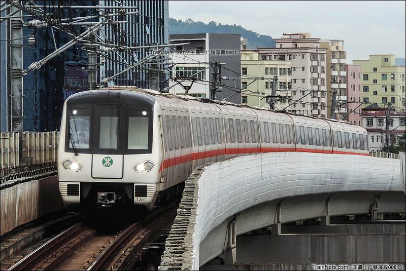 2015年8月31日。深圳地铁一号线,由南车株机制造的地铁列车正驶入后瑞车站。(图/王晨)