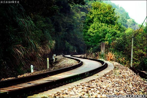 2014年10月26日。金千线。朱家埠-新安江区间的弯道。(图/温兰旅客)