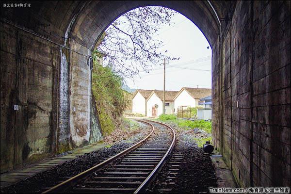 2015年12月16日。金千线。线路通过7号隧道。(图/温兰旅客)