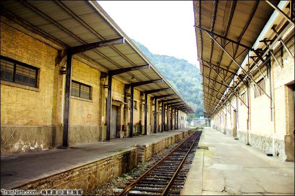 2015年12月16日。金千线。最左侧线路终点为一幢仓库。(图/温兰旅客)