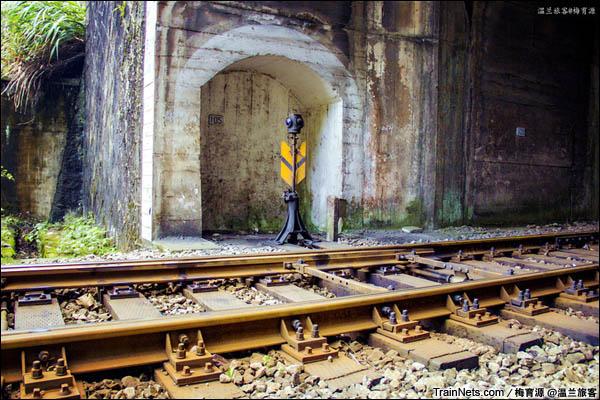2015年12月16日。金千线。六号隧道内的人工道岔器。(图/温兰旅客)