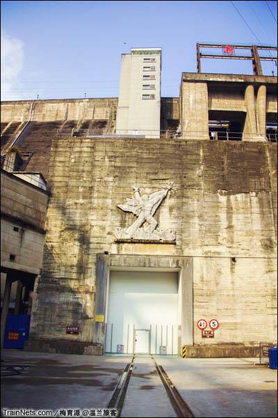 2015年12月16日。金千线,铁路一直延伸到新安江电站的大坝跟前。(图/温兰旅客)