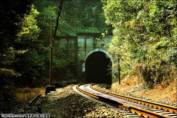 2014年10月26日。金千线。朱家埠-千岛湖区间。一号隧道。(图/温兰旅客)