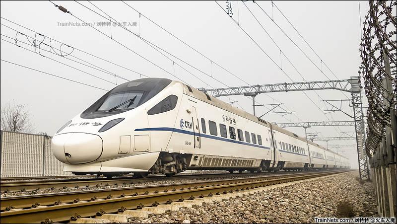 2015年12月13日。京广线。石秦动驴D6602次的背影。(图/刘特特)
