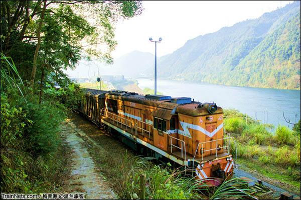 2014年10月26日。金千线与新安江相伴而行5公里。(图/温兰旅客)