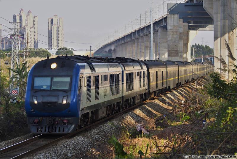 2016年3月27日。广东佛山小塘。广茂线。DF11G-0200牵引Z201次(北京西-三亚)通过。(图/SS90196-请联系进场)
