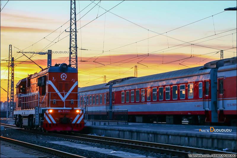 2015年2月4日。张家口南站,夕阳下的调机DF7B-3056。(图/SS9DUDUDUDU)