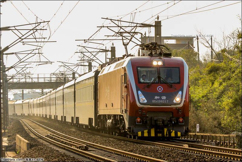 2016年1月23日。京九线。南局南段HXD1D电力机车牵引客车Z386次北上赣州站接近。(图/东风11-0276)