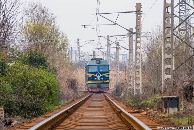 2016年3月11日。合肥机务段淮南车间的DF4C-0010出库,进入淮南西站挂车。(图/小黑想做摄影师)