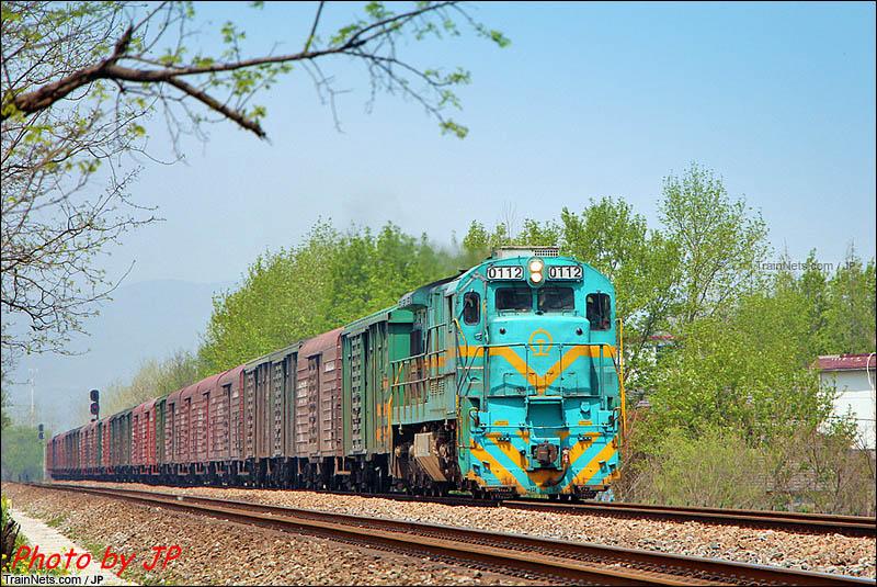 2016年。淮南线下行双刘-东关区间,ND5牵引货列通过。(图/JP)
