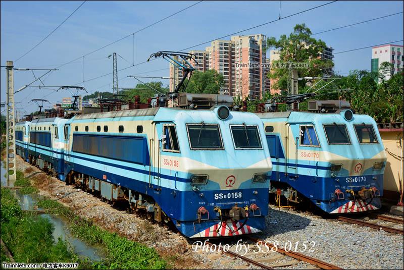 2016年5月16日。广东。封存在韶关机务段里的SS8机车齐齐升弓充电。(图/电力客车K9017)