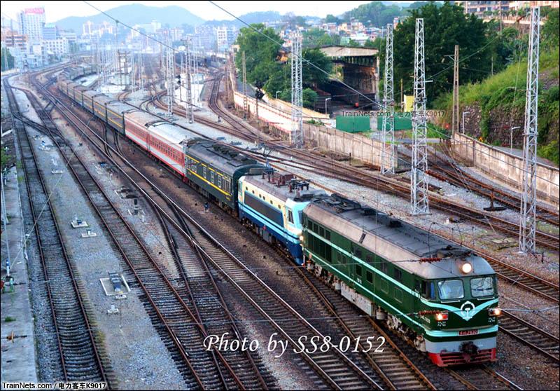 """2016年5月16日。南京广线上十年难见的""""瓜客"""",当日K647次(西安-广州)在韶关东站加挂一个DF4B,并由该4B担当本务。(图/电力客车K9017)"""