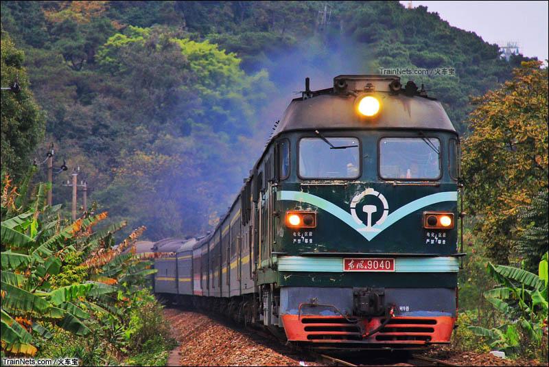 2016年2月16日。三茂铁路。DF4牵引客车K9067次(张家界-肇庆)前往鼎湖站。(图/火车宝)