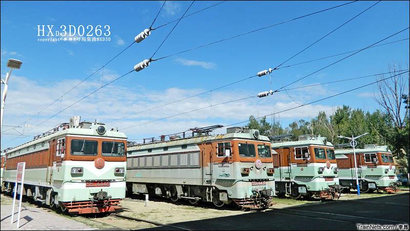 2015年8月5日。封存在呼局集段北场的SS3型电力机车。(图/李昂)