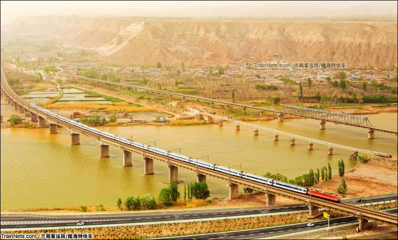2016年5月1日。Z152次(西宁-北京西)通过兰青铁路八盘峡黄河大桥。(图/陇海特快车)