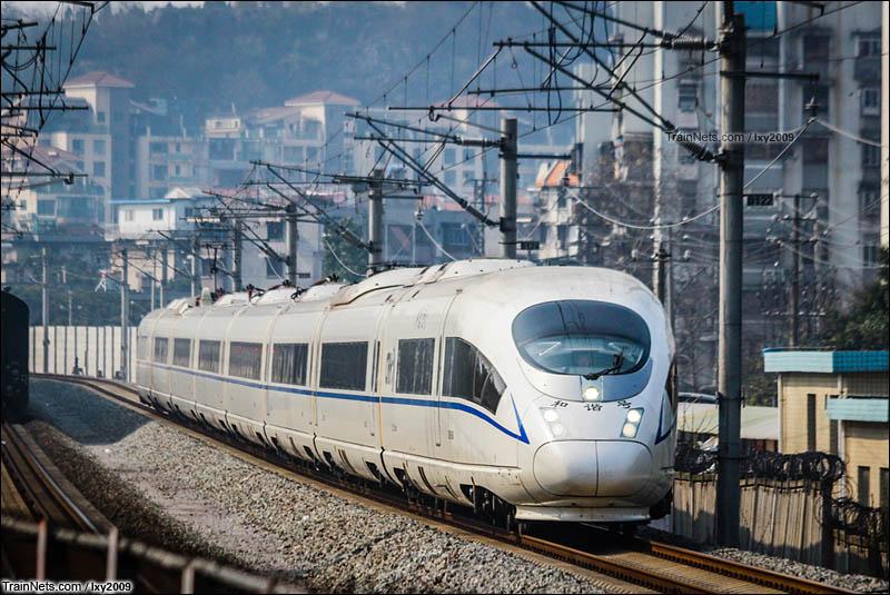 2016年2月6日。担当G536次(桂林-长沙南)的CRH380B通过桂林丽君路立交。(图/lxy2009)