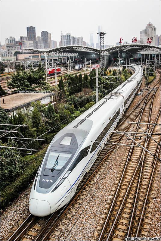 2016年2月21日。CRH380D驶入上海站。(图/lxy2009)