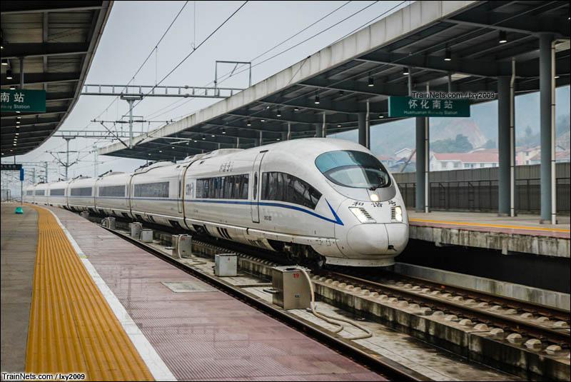 2016年2月24日。沪昆高铁。CRH3C驶入怀化南站。(图/lxy2009)