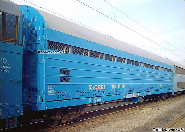 SQ1型双层汽车运输车。此车经过提速改造。(图/王旭)