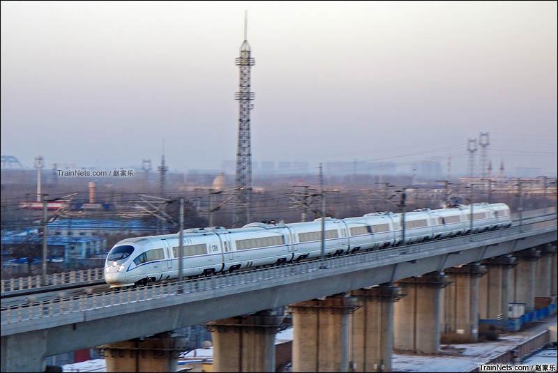 2016年1月23日。CRH380B飞驰在京广高铁。(图/赵家乐)