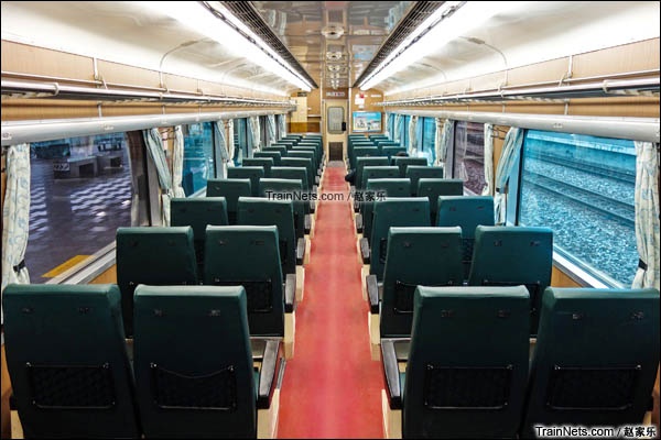 复兴号40SP20000型客车内部。(图/赵家乐)