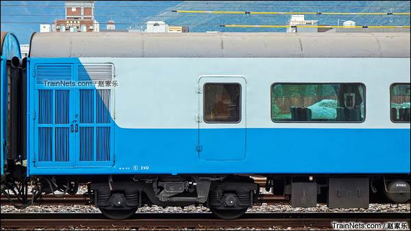 复兴号列车独立运行后采用的水蓝色涂装及其TR50型转向架。(图/赵家乐)