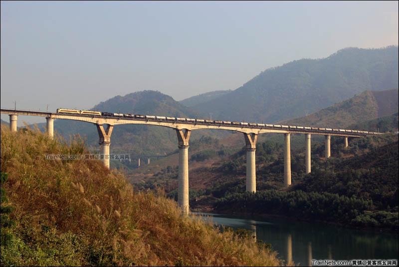 2016年1月21日。南昆铁路南盘江大桥,佩玉鸣鸾罢歌舞。(图/黄镇)