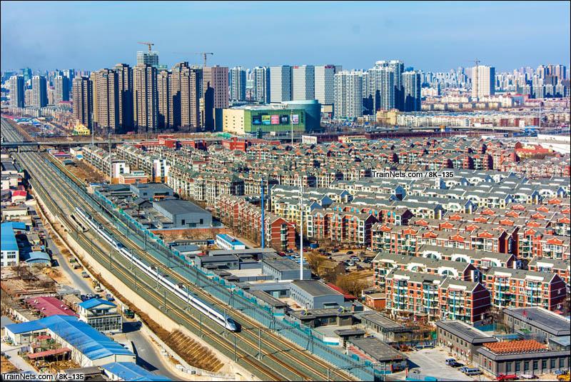 2016年2月4日。天津市河东区。重联CRH380A行驶在津秦高铁。(图/8K-135)
